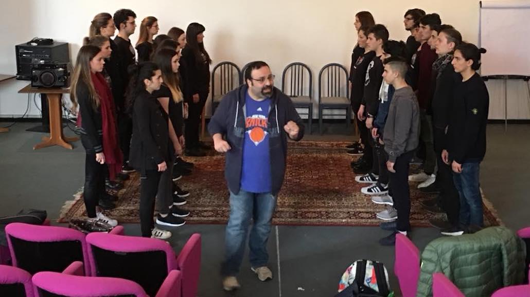 Massimiliano Bruno durante una lezione con gli Allievi delle Muse