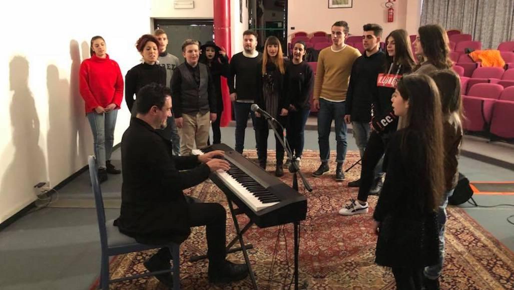 Il Maestro Enzo Campagnoli con la sua Classe di Canto
