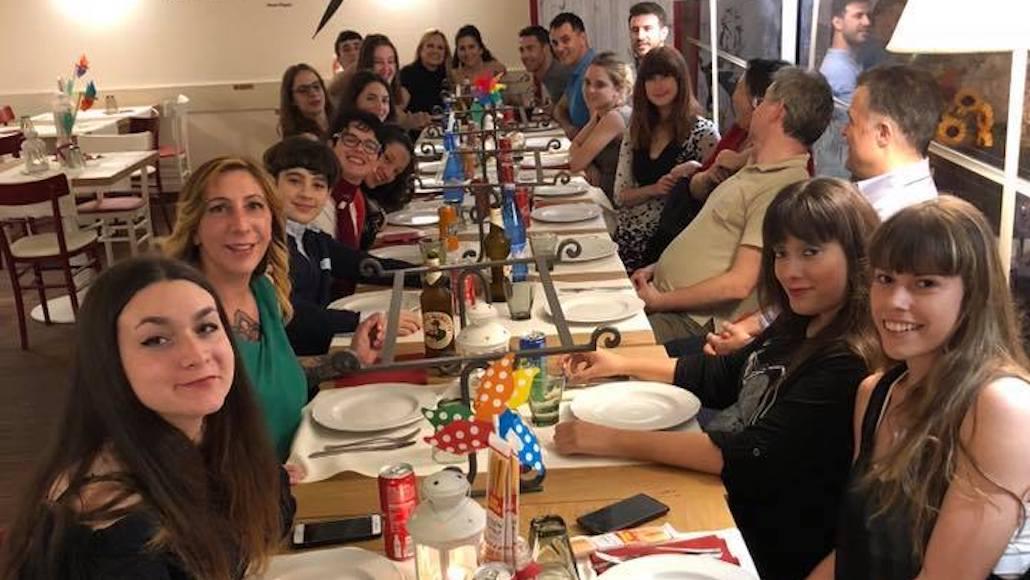 Al Ristorante Borgo Antico di Piombino la Classe di Recitazione di Marco Falaguasta cena e si prepara ad iniziare il cortometraggio Giochi di sguardi.