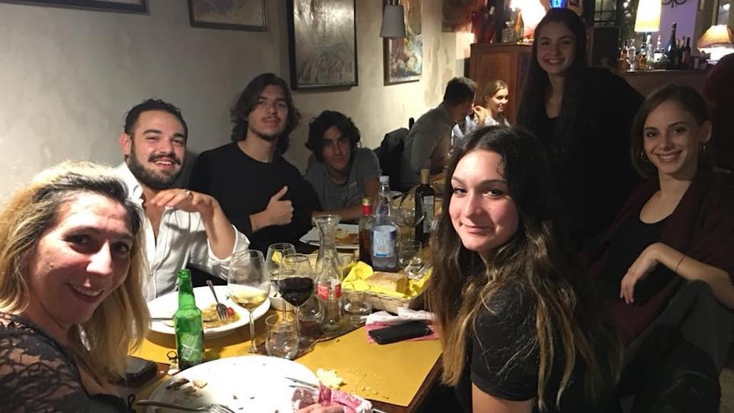 Al Ristorante Il Boccon di Vino di Piombino la classe di Recitazioone del docente Simone Terranova. Era il 2017