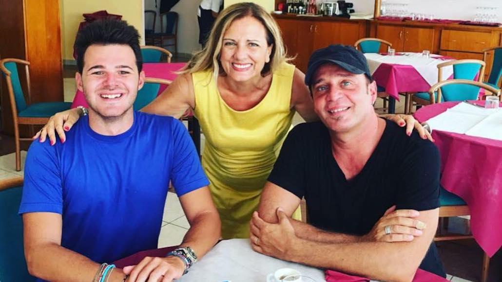 All'Hotel Phalesia Gianna fa gli onori di casa a due illustri docenti di Canto e Muscal… Marco Vito e Giò di Tonno
