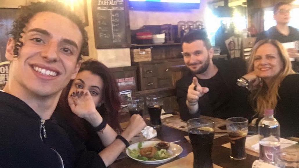 Siamo a Roma in trasferta per un concorso canoro, Gianna a tavola con gli Allievi Riccardo Guglielmi, Barbara Valentino e Alessio Parisi